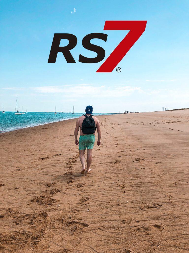 beneficios caminar por la playa para las articulaciones